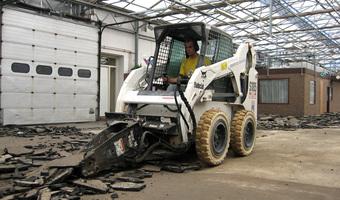 Verwijderen asfaltvloer - Removing asphalt floor - Entfernen Asphaltboden