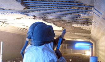 Stralen van wapening tbv betonreparatie - Blasting concrete reinforcement in favor of concrete repairs - Strahlen der Bewehrung für die Betoninstandsetzung